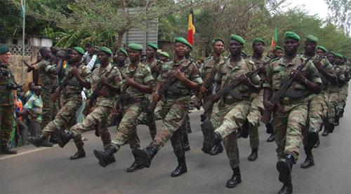 Des militaires béninois