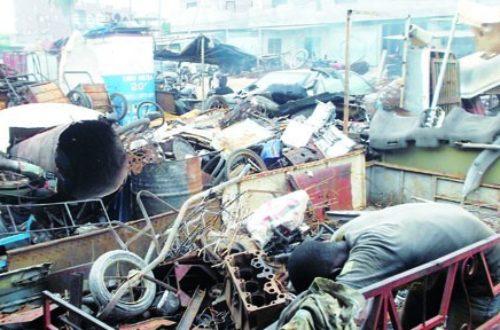 Article : BENIN/Recyclage des rebuts de fer : une activité pour la jeunesse en quête d'emploi